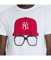 Camiseta New York Yankees Cap and Glasses